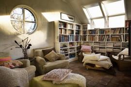 屋根裏部屋,天窓,本棚